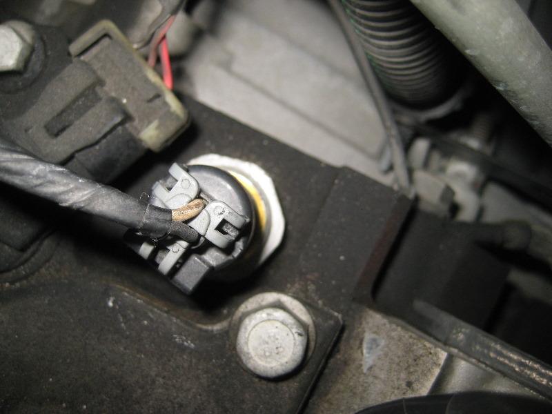2000-2006-GM-Chevrolet-Tahoe-Oil-Pressure-Sensor-Replacement-Guide-006