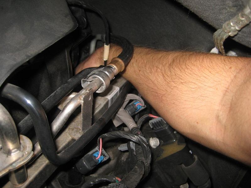 2000-2006-GM-Chevrolet-Tahoe-Oil-Pressure-Sensor-Replacement-Guide-007