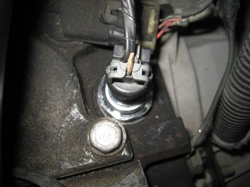 2000-2006-GM-Chevrolet-Tahoe-Oil-Pressure-Sensor-Replacement-Guide-025