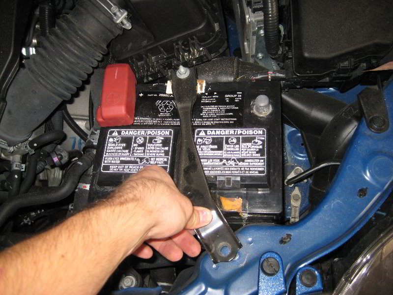 Toyota Corolla Battery >> Toyota Corolla 12v Car Battery Replacement Guide 017