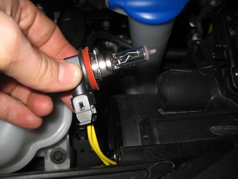 2013-2016-Hyundai-Santa-Fe-Headlight-Bulbs-Replacement-Guide-007