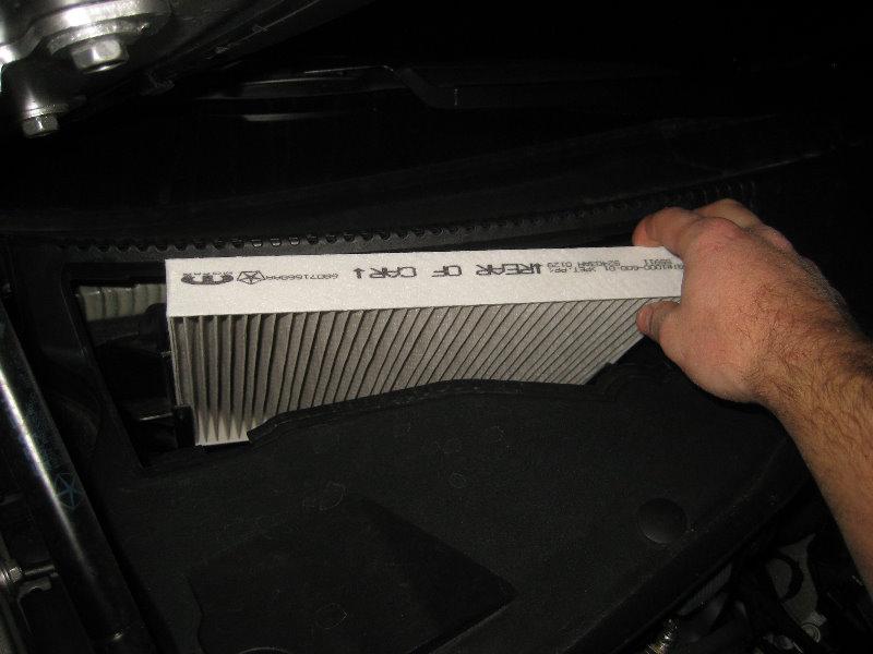 Chrysler 300 S >> Chrysler-300-Cabin-Air-Filter-Replacement-Guide-010