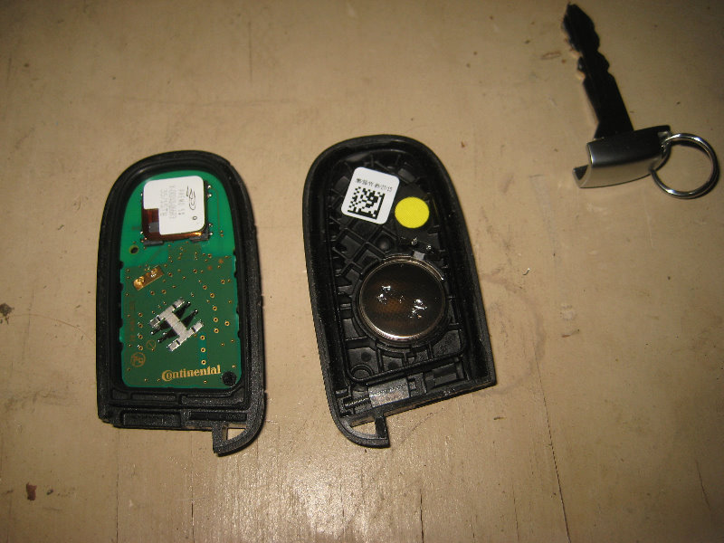 Chrysler 300 Key Fob Battery Replacement Guide 007