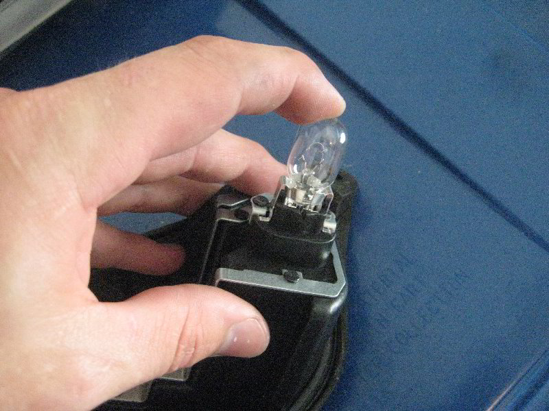 Fiat 500 Tail Light Bulbs Replacement Guide 023