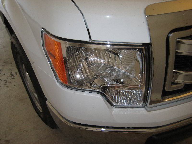 Ford F Headlight Bulbs Replacement Guide on Ford F 150