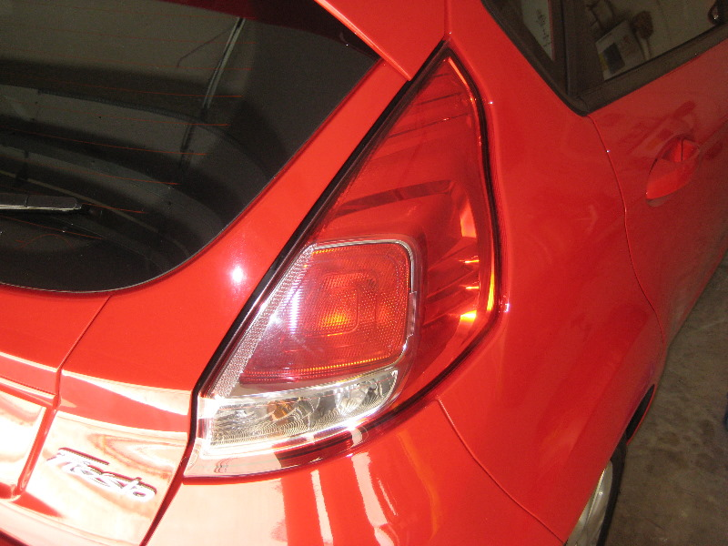 Ford Fiesta Tail Light Bulbs Replacement Guide 001