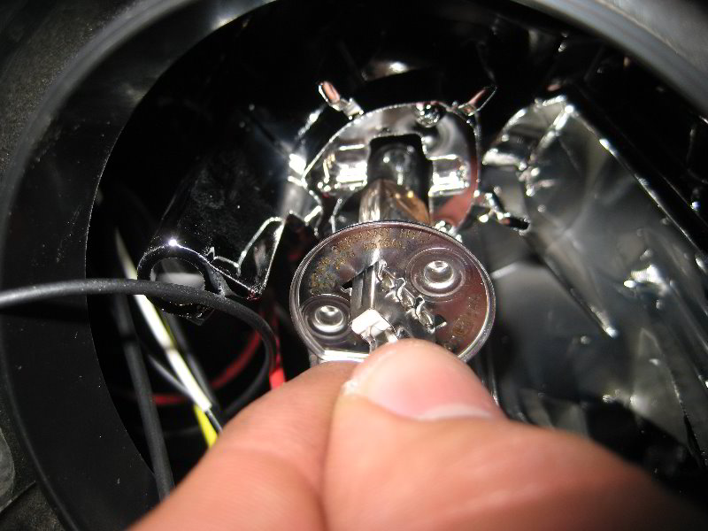 Ford Focus Headlight Bulbs Replacement Guide 033