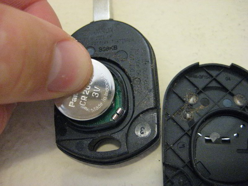 Ford Focus Key Fob Battery Replacement Guide 007