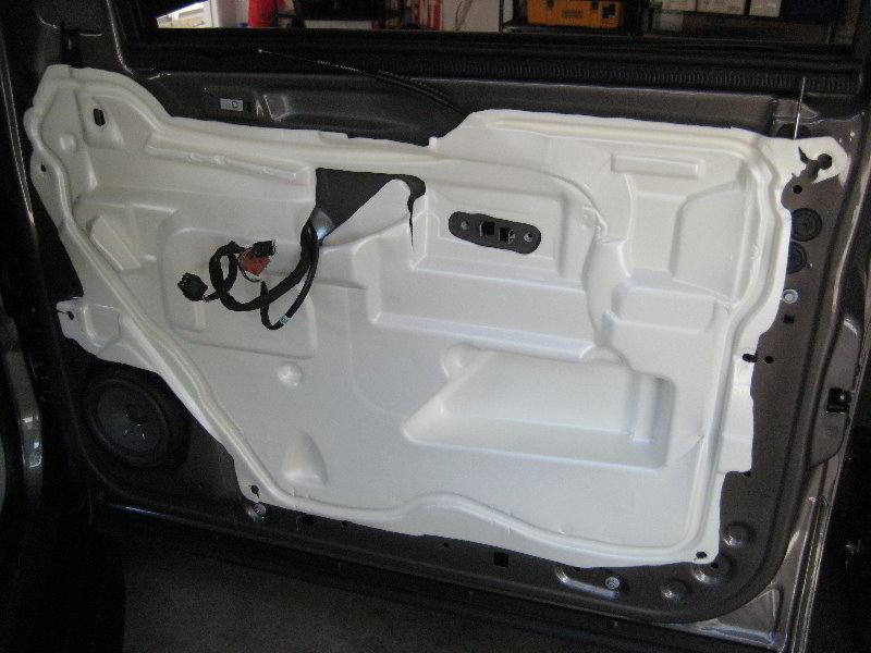 GM-Chevrolet-Tahoe-Interior-Door-Panel-Removal-Guide-033