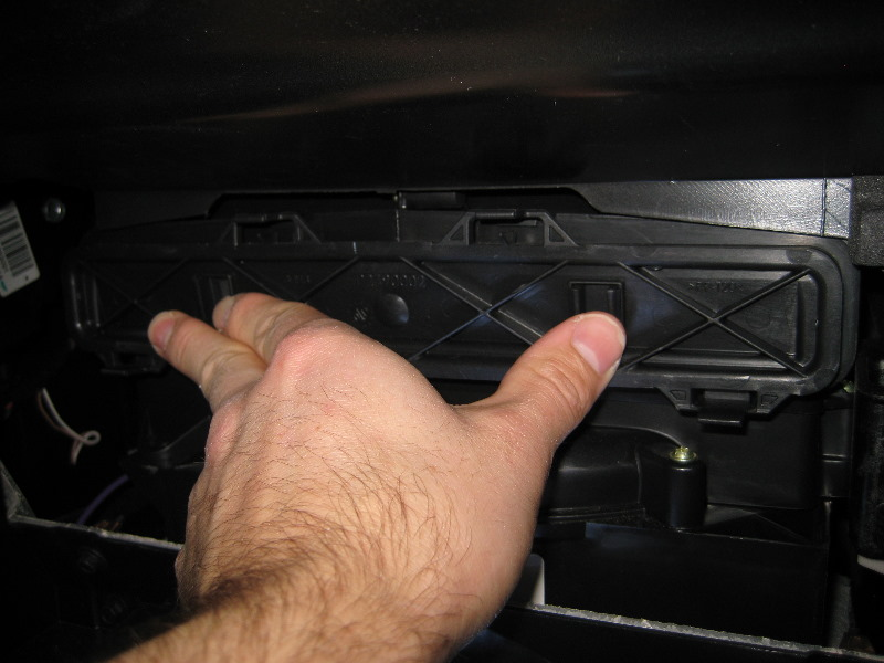 Gm Chevrolet Traverse Cabin Air Filter Replacement Guide 019