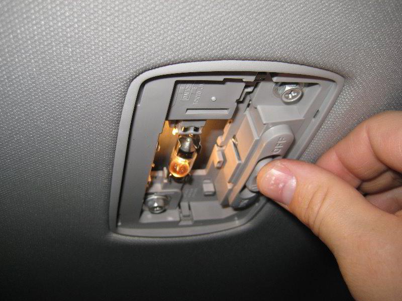 Honda Cr V Cargo Area Light Bulb Replacement Guide 009