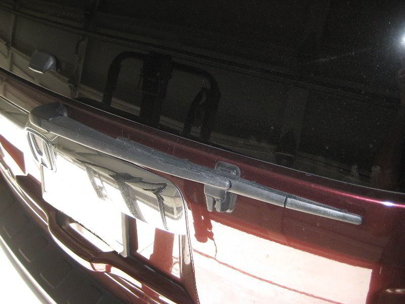 Honda-Pilot-Rear-Window-Wiper-Blade-Replacement-Guide-001