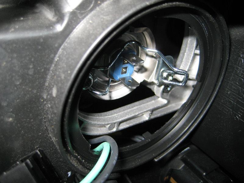 Santa Fe Suv >> Hyundai-Santa-Fe-Headlight-Bulbs-Replacement-Guide-014