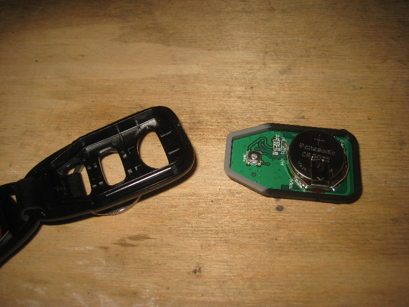 Hyundai Veloster Key Fob Battery Replacement Guide 006