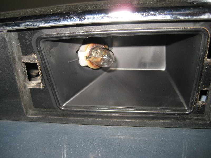 Jeep Grand Cherokee License Plate Light Bulbs Replacement Guide