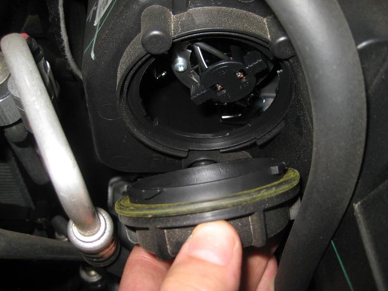 Kia Sorento Headlight Bulbs Replacement Guide on 2010 Kia Sorento