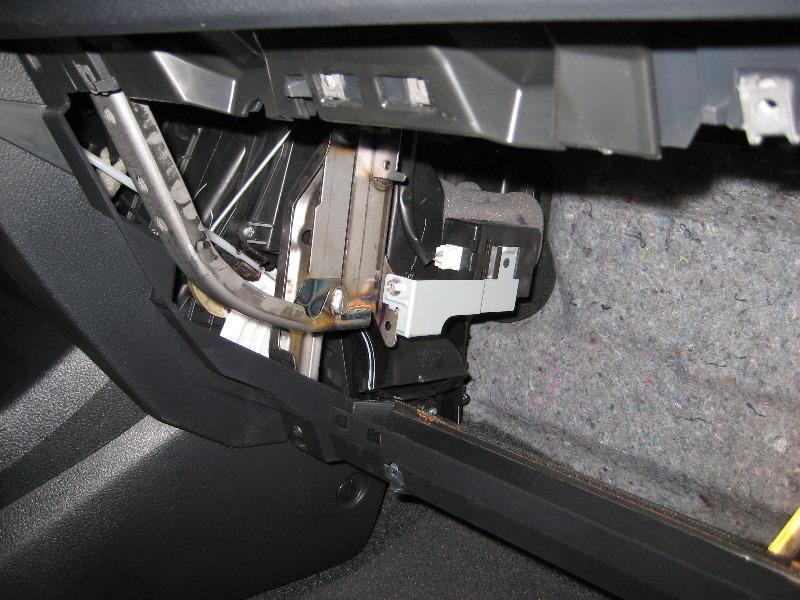 Nissanversacabinairfilterreplacementguide012rhpaulstravelpictures: Nissan Versa Cabin Air Filter Location At Gmaili.net