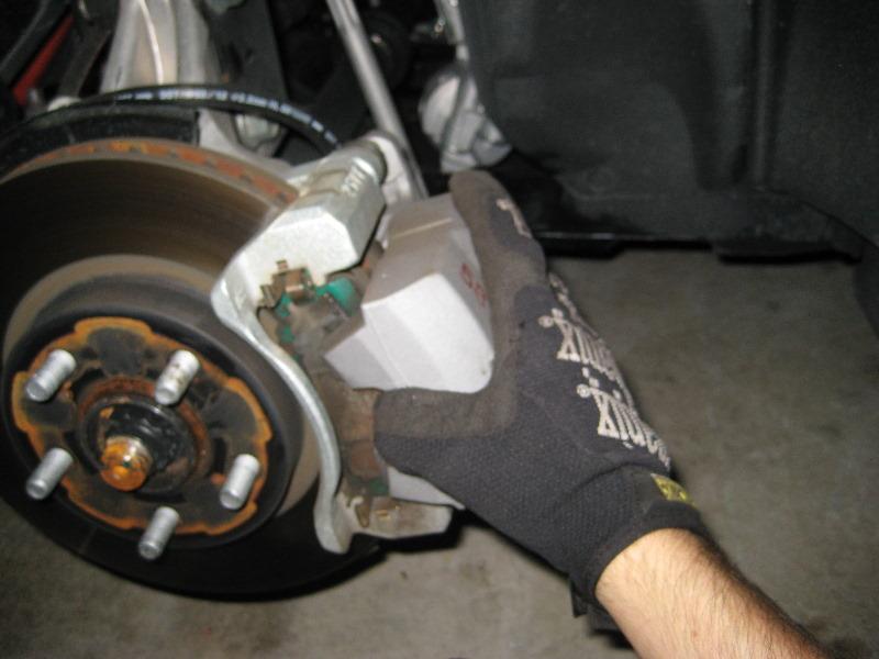Toyota Brake Pads >> Toyota-Prius-Front-Brake-Pads-Replacement-Guide-021
