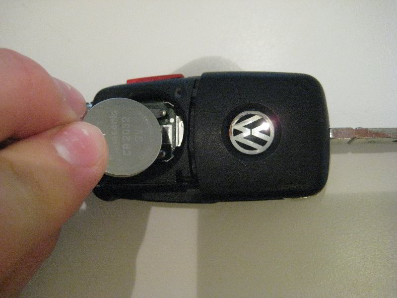 VW-Jetta-Key-Fob-Battery-Replacement-Guide-009